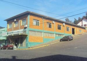 Pavilhão Amplo de Esquina - Bairro Centro - 001